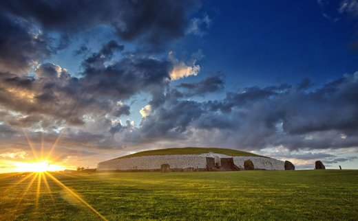Brú na Bóinne and Newgrange